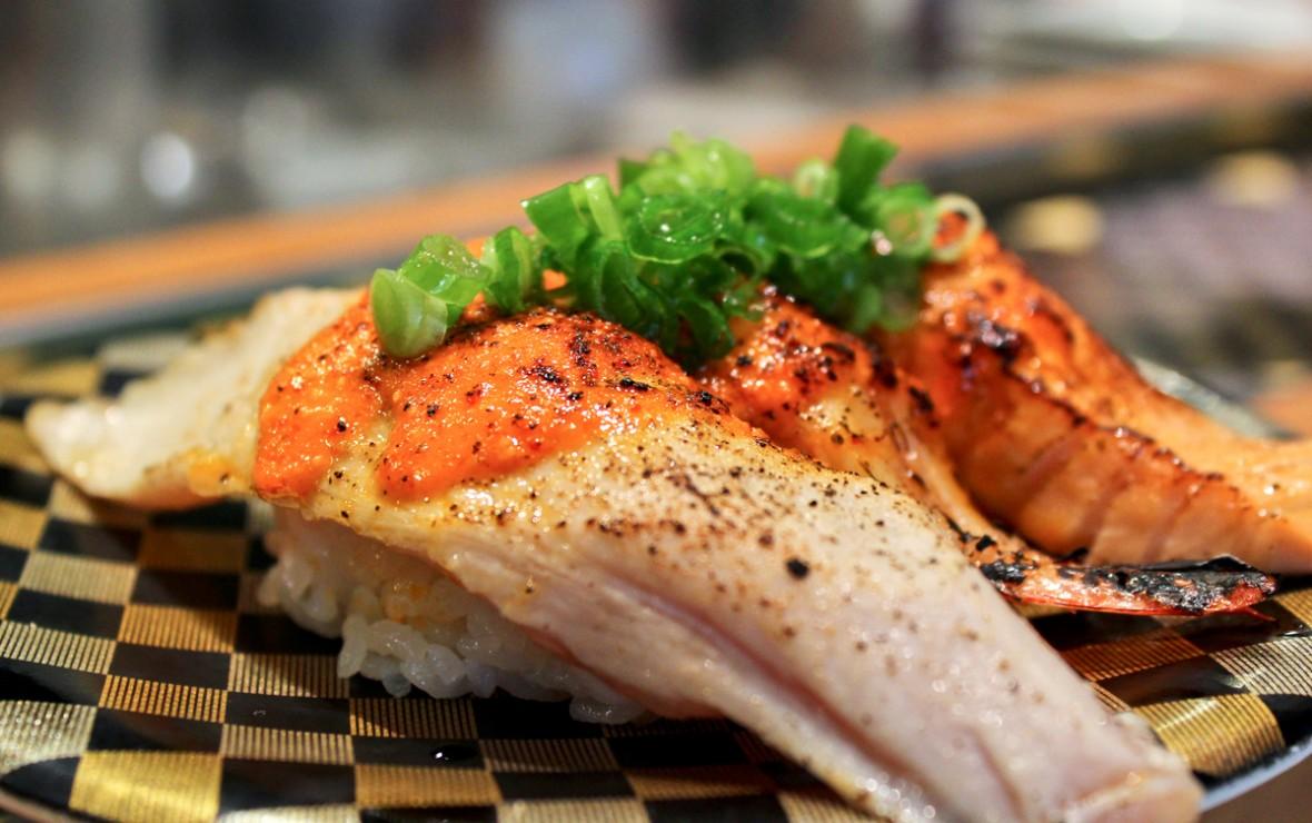 蒜香烤三文鱼寿司 Garlic Seared Salmon