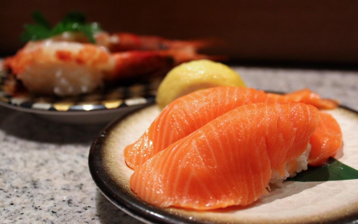 三文鱼寿司 Salmon Nigiri