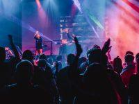 2018 年剩下的三個月,哪些歌星將在西雅圖舉行演唱會?