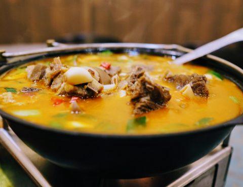 這桌熱氣騰騰的湘菜,把羈旅異鄉的心燙妥帖